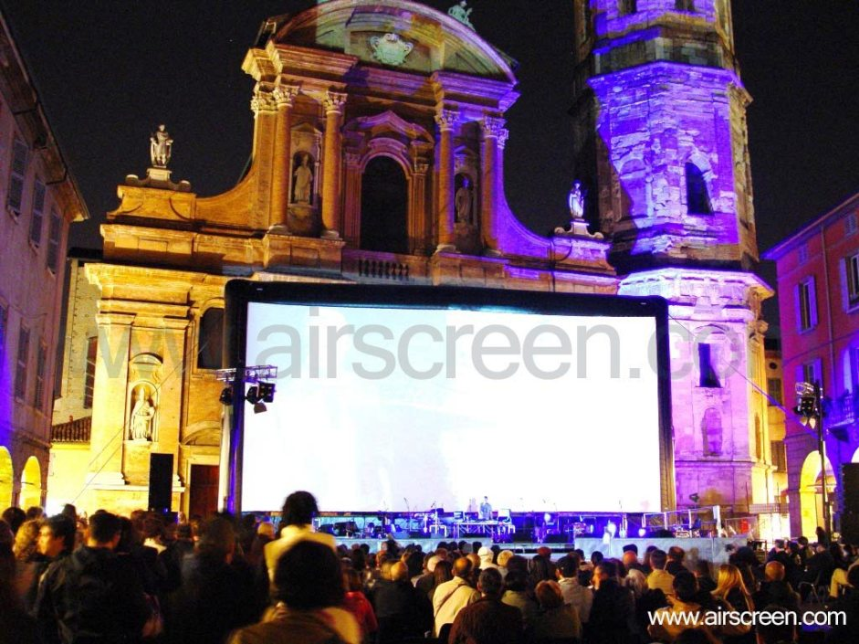 Fotografia Europea with inflatable screen (AIRSCREEN)